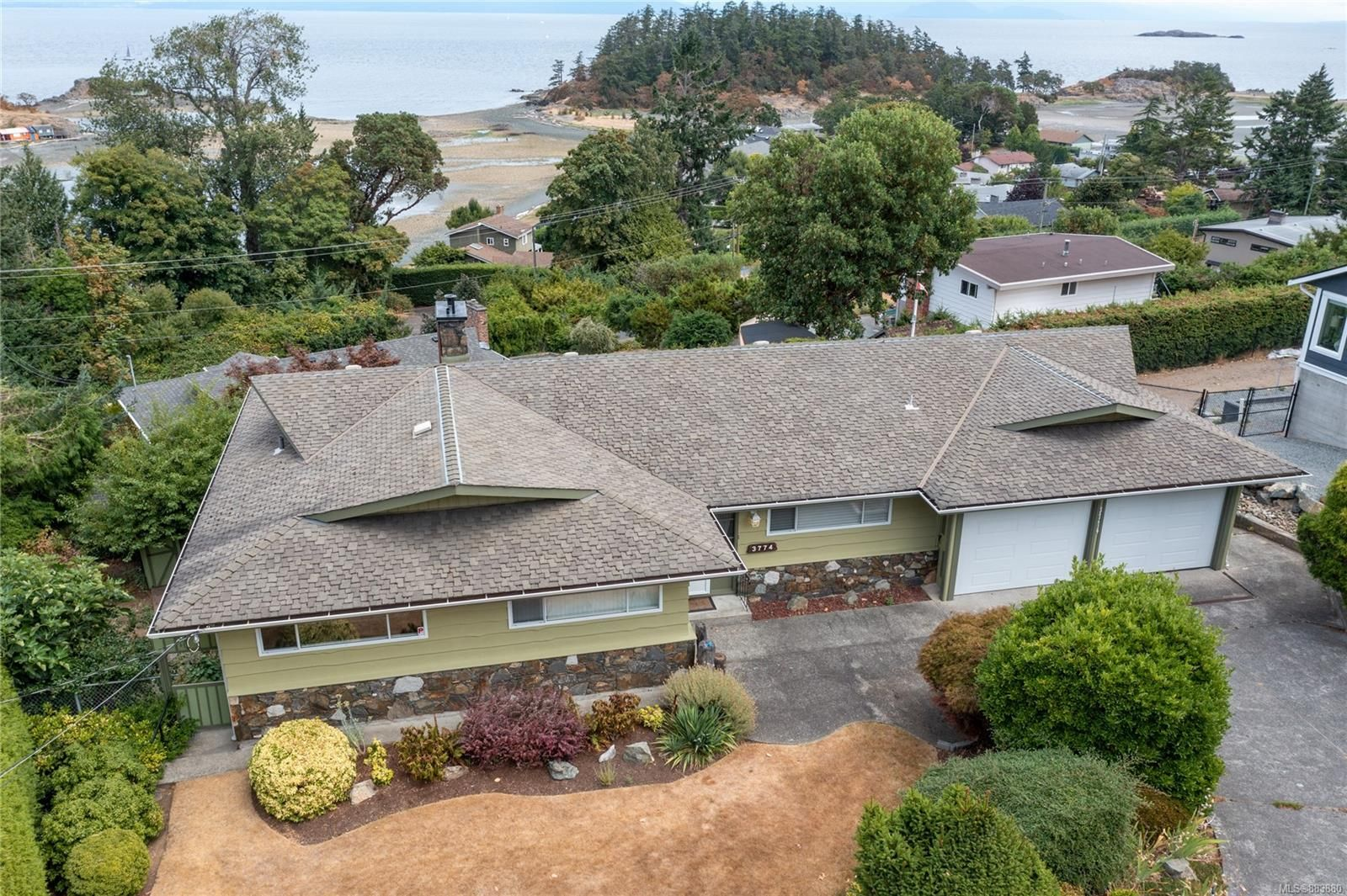 Main Photo: 3774 Overlook Dr in : Na Hammond Bay House for sale (Nanaimo)  : MLS®# 883880