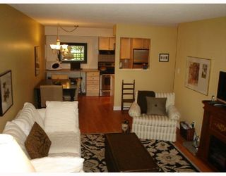 """Photo 1: 101 36 E 14TH Avenue in Vancouver: Mount Pleasant VE Condo for sale in """"ROSEMOUNT MANOR"""" (Vancouver East)  : MLS®# V663023"""