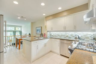 """Photo 18: 57 3405 PLATEAU Boulevard in Coquitlam: Westwood Plateau Townhouse for sale in """"PINNACLE RIDGE"""" : MLS®# R2483170"""