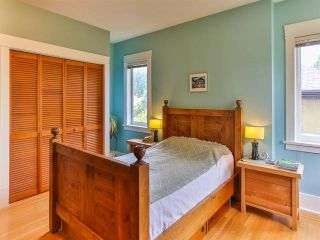 """Photo 10: 1976 NAPIER Street in Vancouver: Grandview VE House for sale in """"COMMERCIAL DRIVE"""" (Vancouver East)  : MLS®# R2082902"""