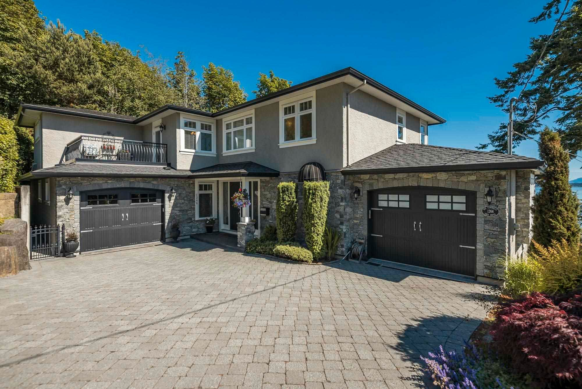 Main Photo: 1266 EVERALL Street: White Rock House for sale (South Surrey White Rock)  : MLS®# R2594040