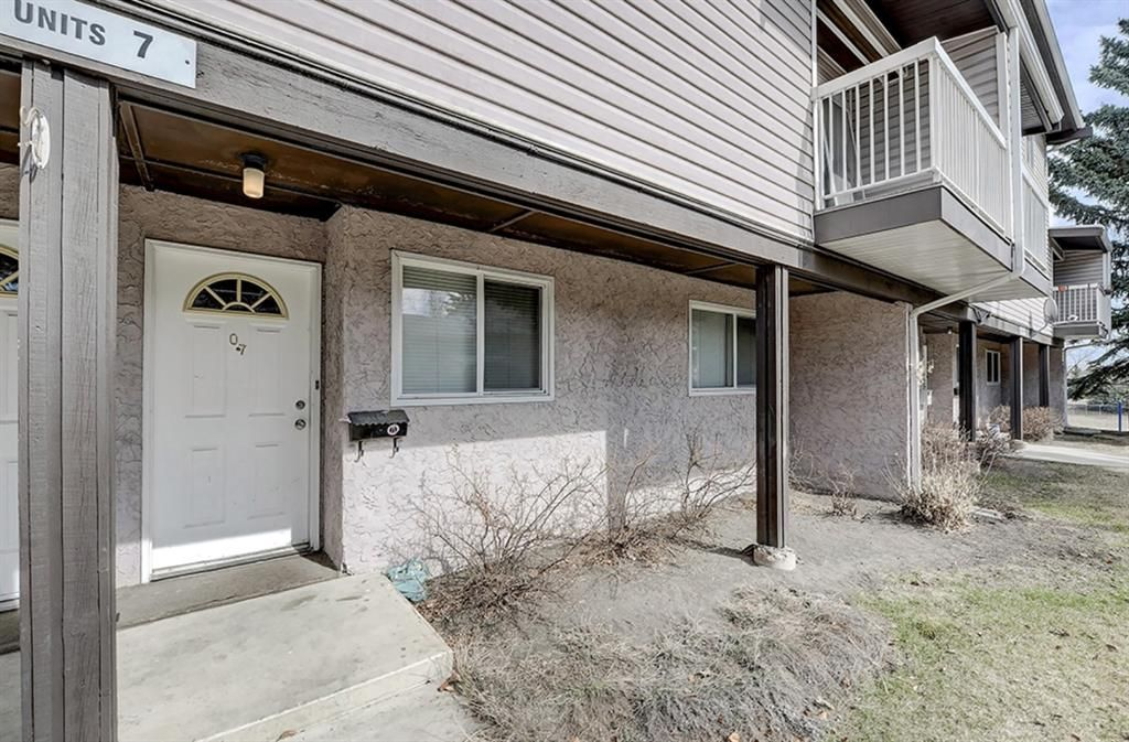 Main Photo: 7 3800 Fonda Way SE in Calgary: Forest Heights Row/Townhouse for sale : MLS®# A1090503