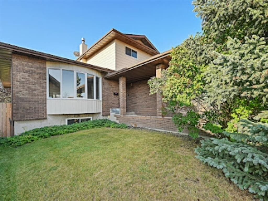 Main Photo: 96 Bermondsey Way NW in Calgary: Beddington Heights Detached for sale : MLS®# A1139881