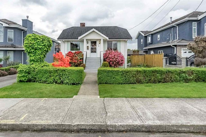 FEATURED LISTING: 7776 17TH Avenue Burnaby
