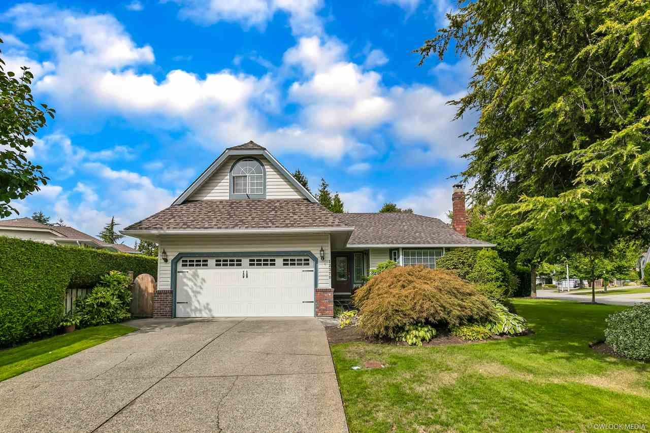 """Main Photo: 12379 SOUTHPARK Crescent in Surrey: Panorama Ridge House for sale in """"Boundary Park"""" : MLS®# R2306272"""