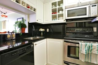 """Photo 9: 603 15111 RUSSELL Avenue: White Rock Condo for sale in """"Pacific Terrace"""" (South Surrey White Rock)  : MLS®# R2612758"""