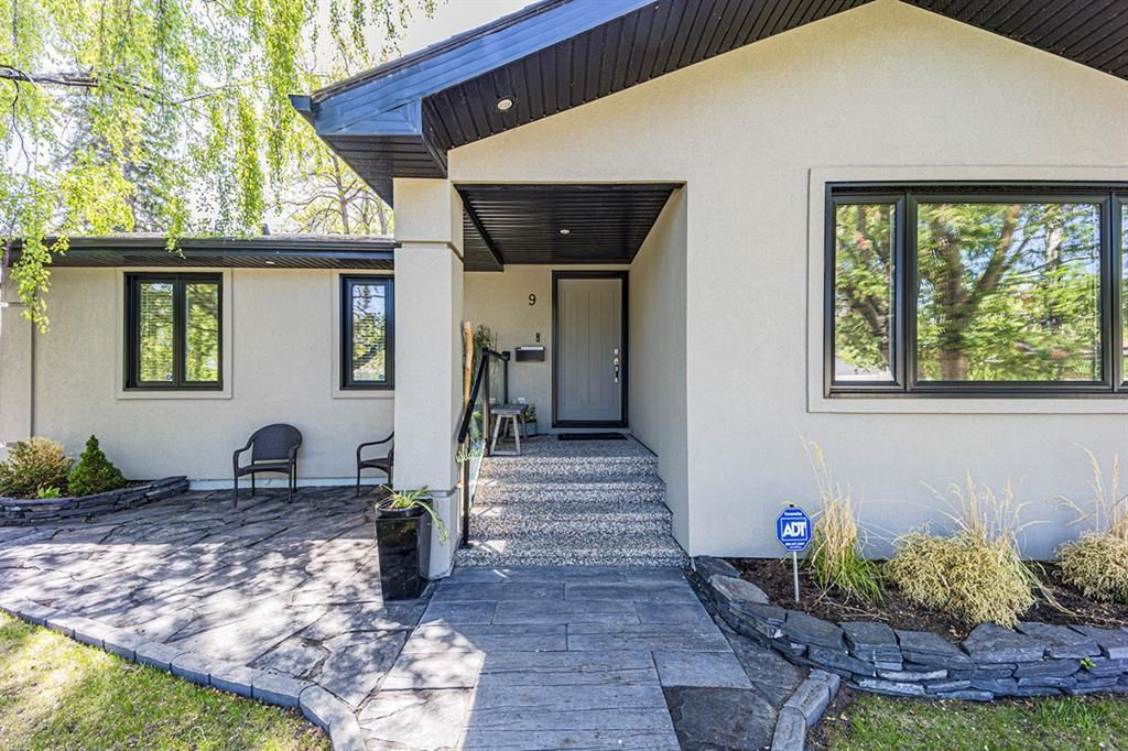 Main Photo: 9 Manor Road SW in Calgary: Meadowlark Park Detached for sale : MLS®# A1116064