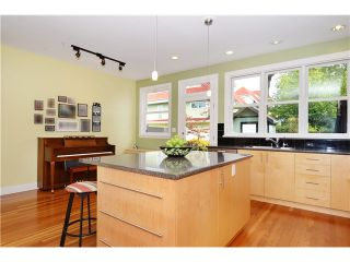 Photo 3: 269 E 26TH Avenue in Vancouver: Main House for sale (Vancouver East)  : MLS®# V1080656