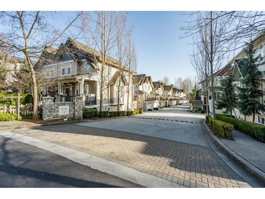 """Main Photo: 36 20120 68 Avenue in Langley: Willoughby Heights Townhouse for sale in """"The Oaks"""" : MLS®# R2560815"""