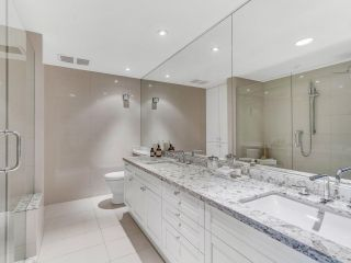 """Photo 19: 801 1383 MARINASIDE Crescent in Vancouver: Yaletown Condo for sale in """"COLUMBUS"""" (Vancouver West)  : MLS®# R2504775"""