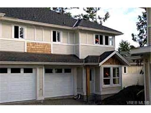 Main Photo: 5 4250 Quadra St in VICTORIA: SE High Quadra Row/Townhouse for sale (Saanich East)  : MLS®# 313855