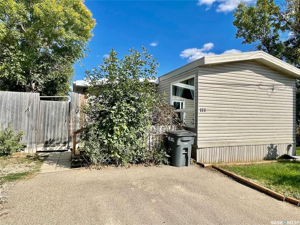 Main Photo: 111 Larch Street in Caronport: Residential for sale : MLS®# SK870842
