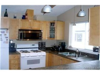 Photo 2:  in VICTORIA: La Glen Lake Half Duplex for sale (Langford)  : MLS®# 474793