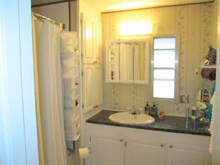 """Photo 10: 104 9950 WILSON Street in Mission: Stave Falls Manufactured Home for sale in """"Ruskin Place"""" : MLS®# R2123611"""