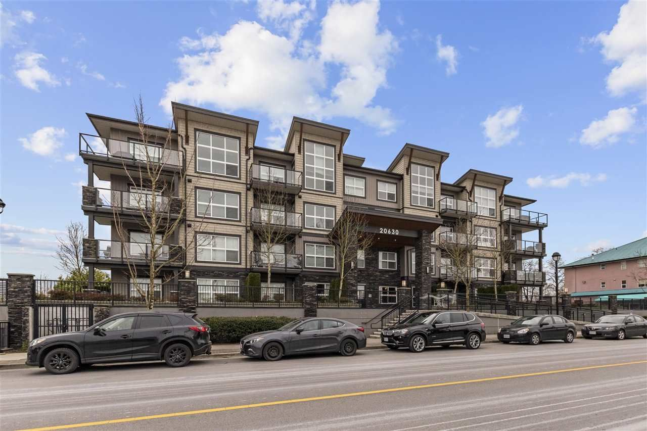 """Main Photo: 307 20630 DOUGLAS Crescent in Langley: Langley City Condo for sale in """"BLU"""" : MLS®# R2539447"""