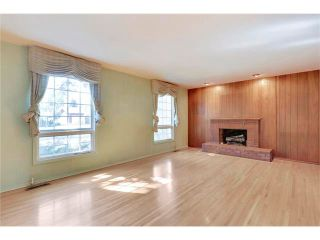 Photo 3: 6444 LAURENTIAN Way SW in Calgary: North Glenmore Park House for sale : MLS®# C4047532