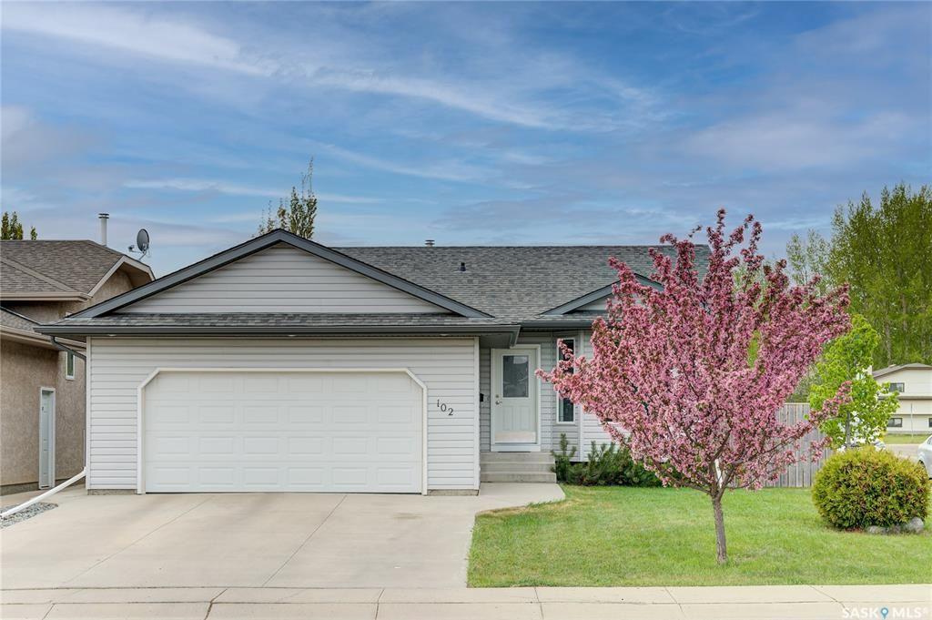 Main Photo: 102 Overholt Crescent in Saskatoon: Arbor Creek Residential for sale : MLS®# SK856160
