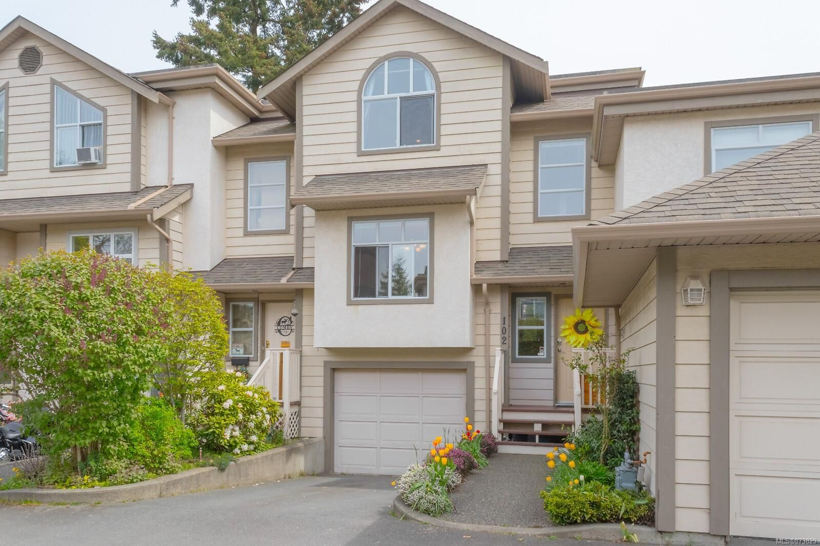 Main Photo: 102 710 Massie Dr in : La Langford Proper Row/Townhouse for sale (Langford)  : MLS®# 873829