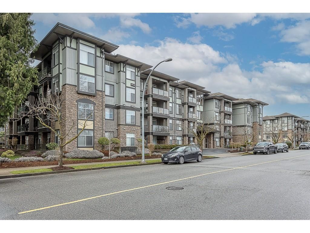 """Main Photo: 401 33338 MAYFAIR Avenue in Abbotsford: Central Abbotsford Condo for sale in """"THE STERLING"""" : MLS®# R2617623"""