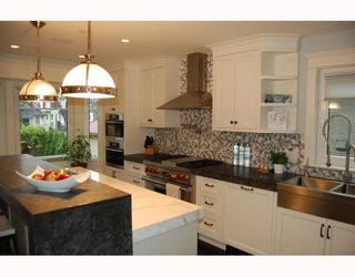 """Photo 5: 917 W 20TH Avenue in Vancouver: Cambie House for sale in """"DOUGLAS PARK"""" (Vancouver West)  : MLS®# V803088"""