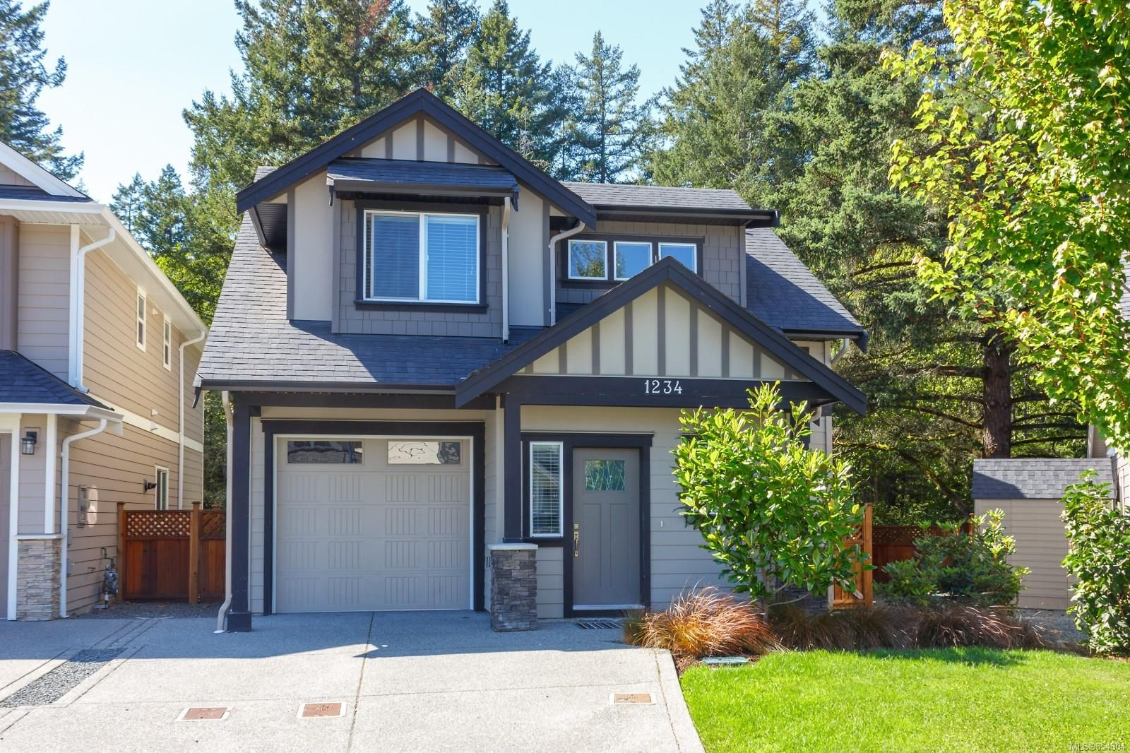 Main Photo: 1234 McLeod Pl in : La Happy Valley House for sale (Langford)  : MLS®# 854304