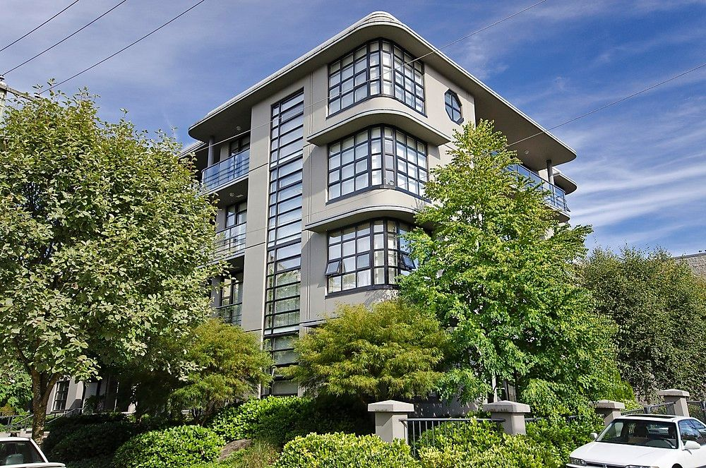 "Main Photo: 404 2828 YEW Street in Vancouver: Kitsilano Condo for sale in ""BEL AIR"" (Vancouver West)  : MLS®# V914119"