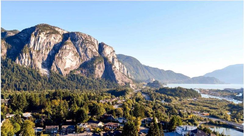 FEATURED LISTING: 41717 GOVERNMENT Road Squamish