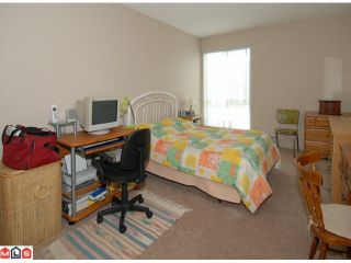 """Photo 6: 404 10662 151A Street in Surrey: Guildford Condo for sale in """"LINCOLN HILL"""" (North Surrey)  : MLS®# F1023055"""