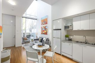 """Photo 13: 112 DUNSMUIR Street in Vancouver: Downtown VW Townhouse for sale in """"Spectrum 4"""" (Vancouver West)  : MLS®# R2437895"""