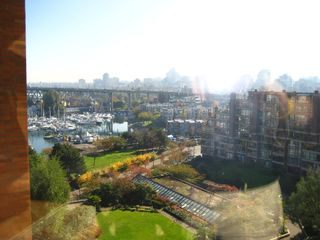 Photo 1: 904-1450 Pennyfarthing Drive in Vancouver: Kitsilano Condo for sale (Vancouver West)