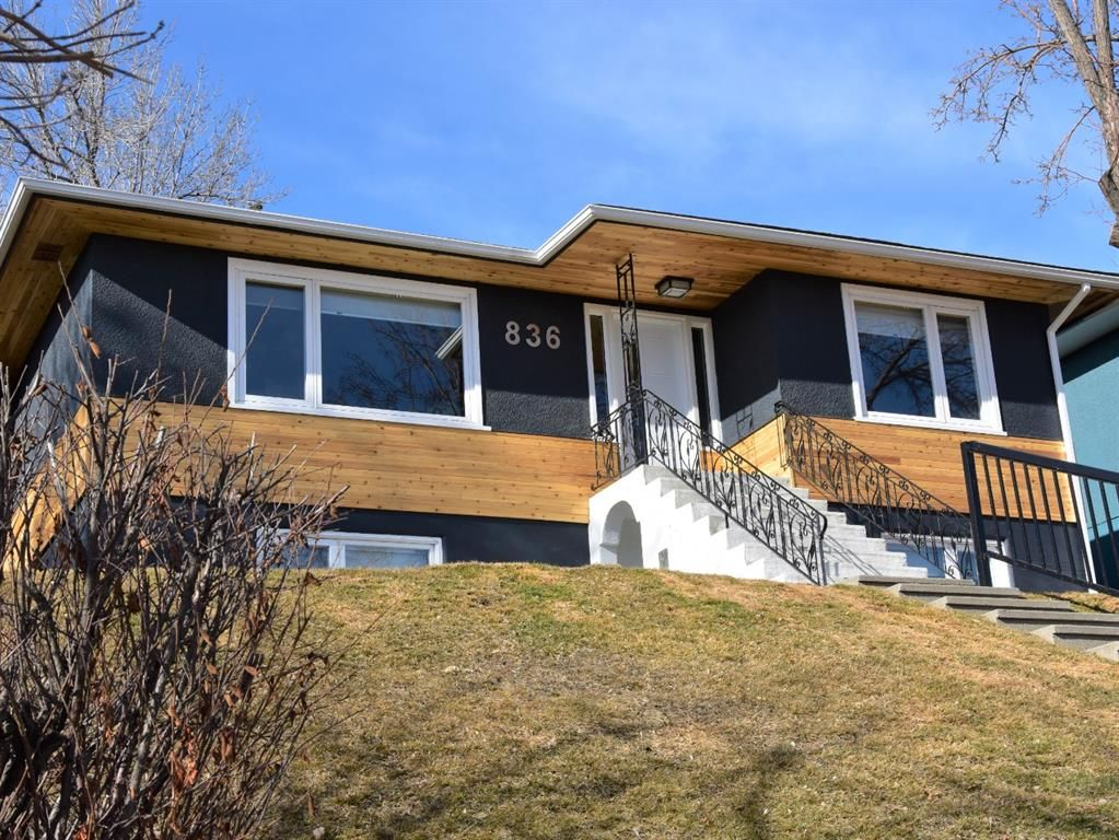 Main Photo: 836 Bridge Crescent NE in Calgary: Bridgeland/Riverside Detached for sale : MLS®# A1084169