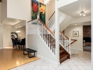 Photo 4: 2002 PUMP HILL Way SW in Calgary: Pump Hill Detached for sale : MLS®# C4204077