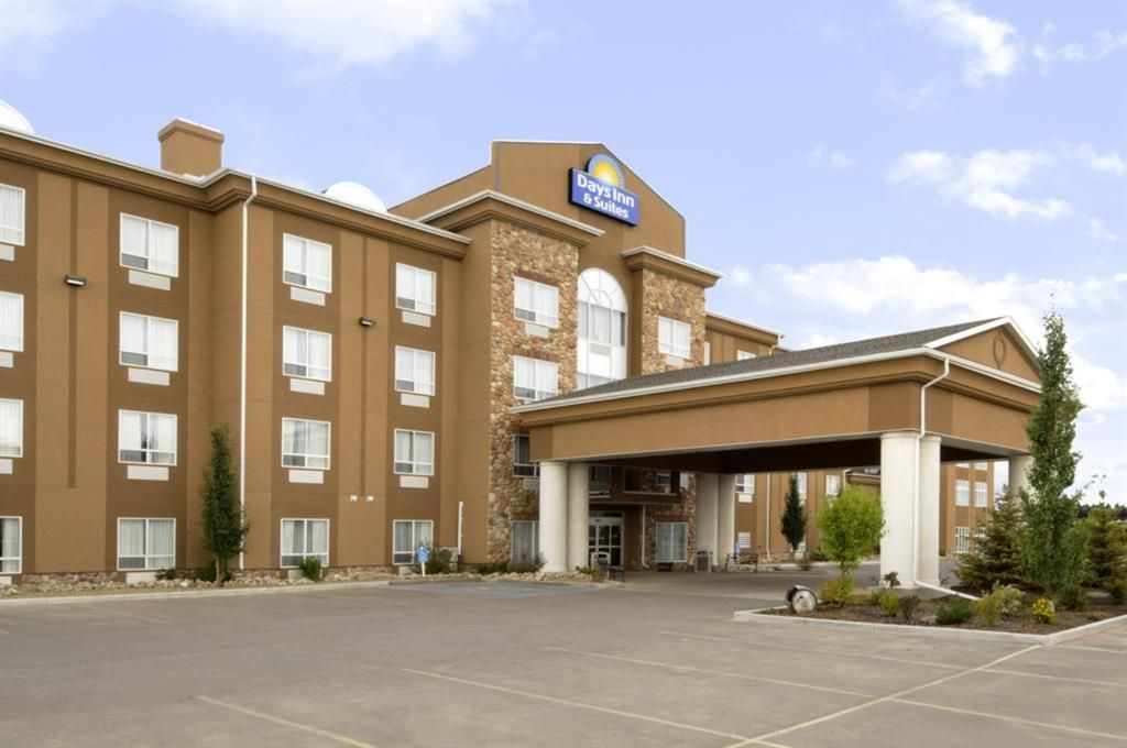 Main Photo: : Strathmore Hotel/Motel for sale : MLS®# A1040076