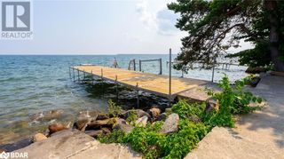 Main Photo: 121 LAKESHORE Road W in Oro-Medonte: House for sale : MLS®# 40165382