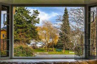 Photo 4: 665 BAY Road in Gibsons: Gibsons & Area House for sale (Sunshine Coast)  : MLS®# R2575309