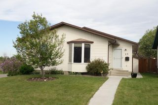 Photo 2: 35 Ranchlands Crescent NW in Calgary: Ranchlands Detached for sale : MLS®# A1115459