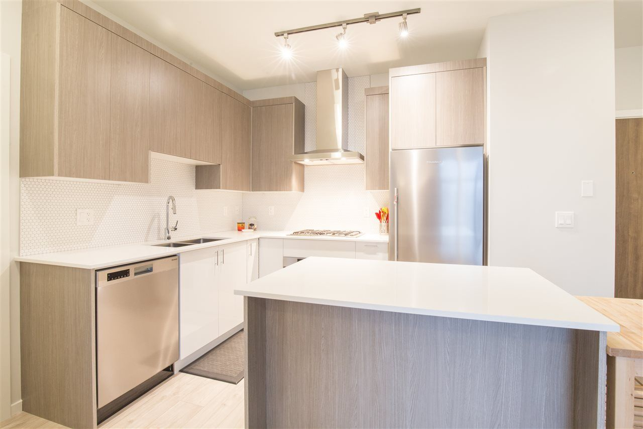 """Photo 3: Photos: PH30 6283 KINGSWAY in Burnaby: Highgate Condo for sale in """"PIXEL"""" (Burnaby South)  : MLS®# R2424302"""