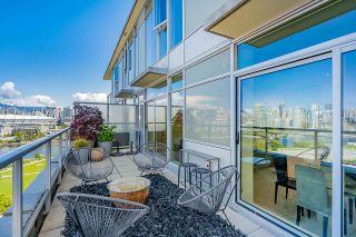"""Photo 14: 1702 1708 COLUMBIA Street in Vancouver: Mount Pleasant VW Condo for sale in """"Wall Centre False Creek"""" (Vancouver West)  : MLS®# R2580995"""