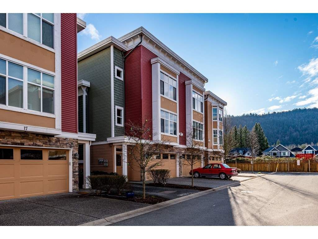 """Main Photo: 21 44420 SHERRY Drive in Sardis: Vedder S Watson-Promontory Townhouse for sale in """"HERON'S LANDING"""" : MLS®# R2425790"""