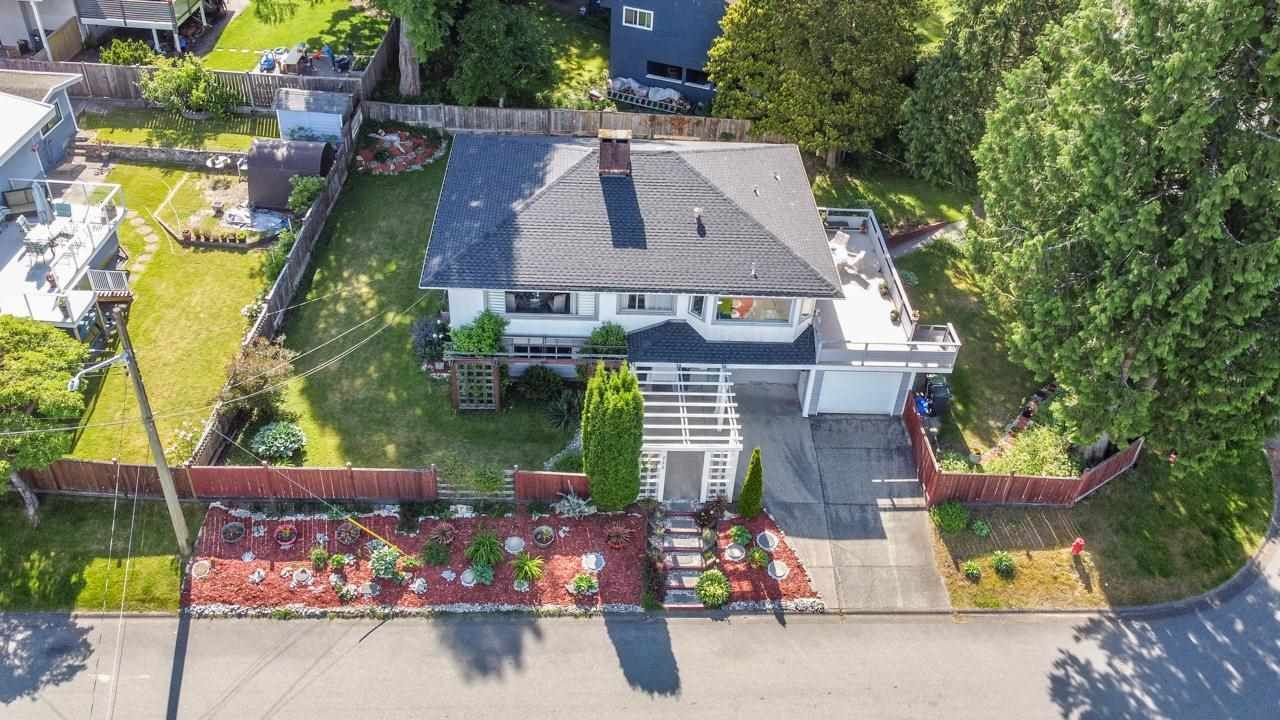 Photo 4: Photos: 715 HUNTINGDON Crescent in North Vancouver: Dollarton House for sale : MLS®# R2588592