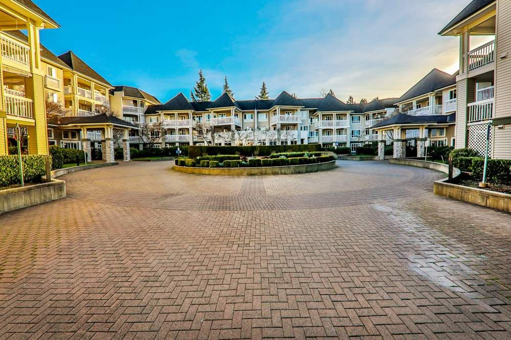 """Main Photo: 318 22022 49 Avenue in Langley: Murrayville Condo for sale in """"MURRAY GREEN"""" : MLS®# R2336851"""