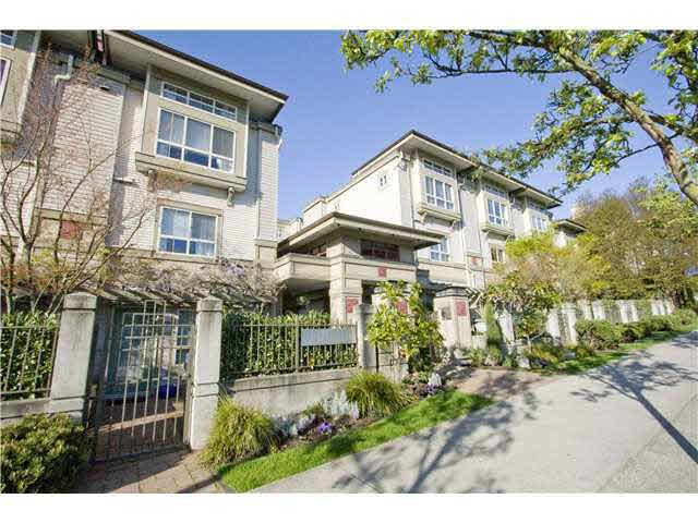 Main Photo: 23 2375 W BROADWAY in : Kitsilano Townhouse for sale : MLS®# V819817