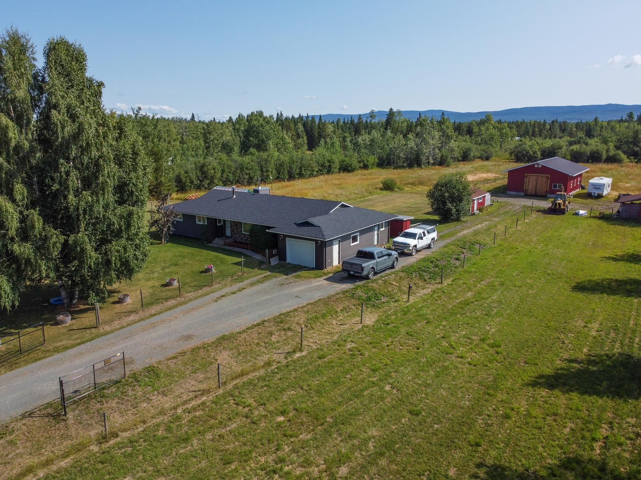 """Main Photo: 9480 ELLIS Road in Prince George: Pineview House for sale in """"AIRPORT"""" (PG Rural South (Zone 78))  : MLS®# R2610459"""