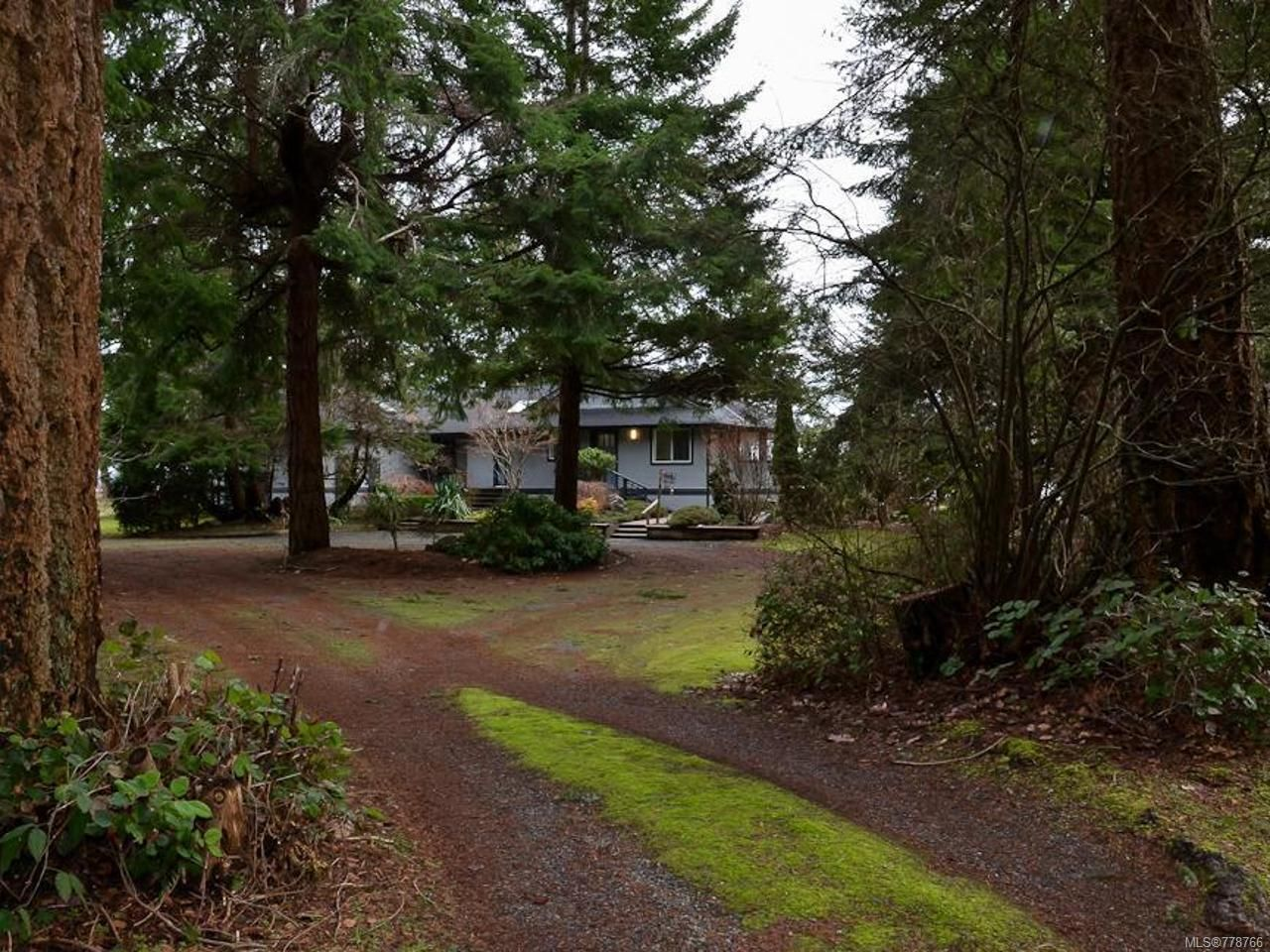 Main Photo: 6425 W Island Hwy in BOWSER: PQ Bowser/Deep Bay House for sale (Parksville/Qualicum)  : MLS®# 778766