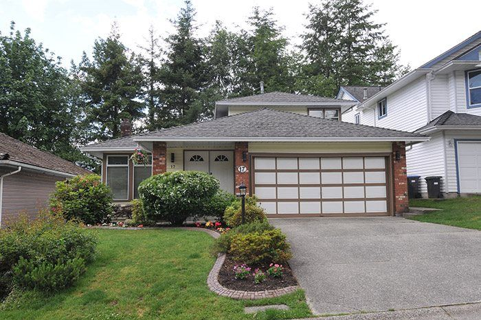 Main Photo: 17 ARROW-WOOD Place in Port Moody: Heritage Mountain House for sale : MLS®# R2177275