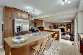 Photo 9: 7 WOODGREEN Crescent SW in Calgary: Woodlands Detached for sale : MLS®# C4245286