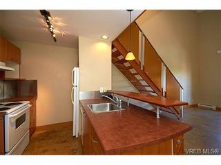 Photo 6: 405 555 Chatham St in VICTORIA: Vi Downtown Condo for sale (Victoria)  : MLS®# 677342