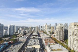 """Photo 4: 2609 977 MAINLAND Street in Vancouver: Yaletown Condo for sale in """"YALETOWN PARK 3"""" (Vancouver West)  : MLS®# R2398459"""