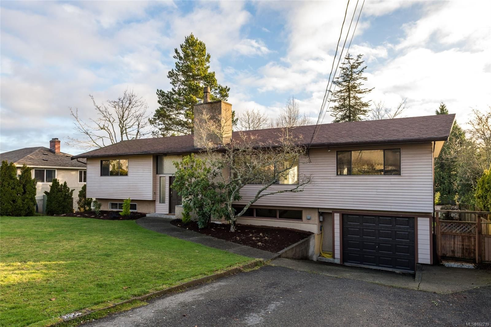 Main Photo: 1175 Verdier Ave in : CS Brentwood Bay House for sale (Central Saanich)  : MLS®# 862719