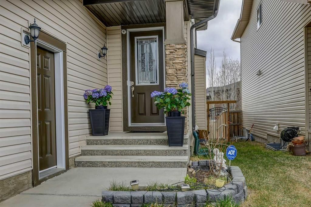 Photo 2: Photos: 200 EVERBROOK Drive SW in Calgary: Evergreen Detached for sale : MLS®# A1102109